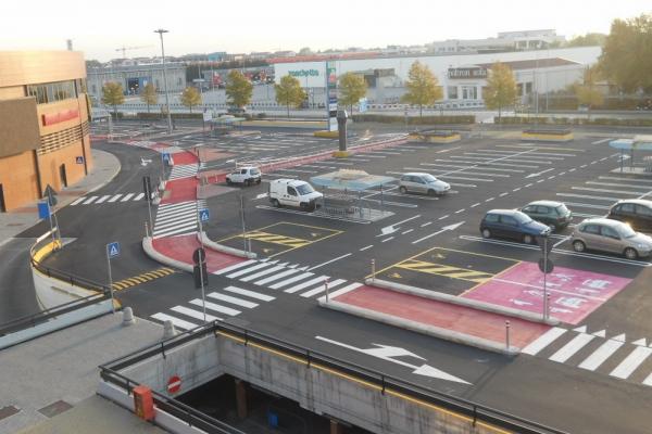 vernice linea acrilica velecenter parcheggio 2